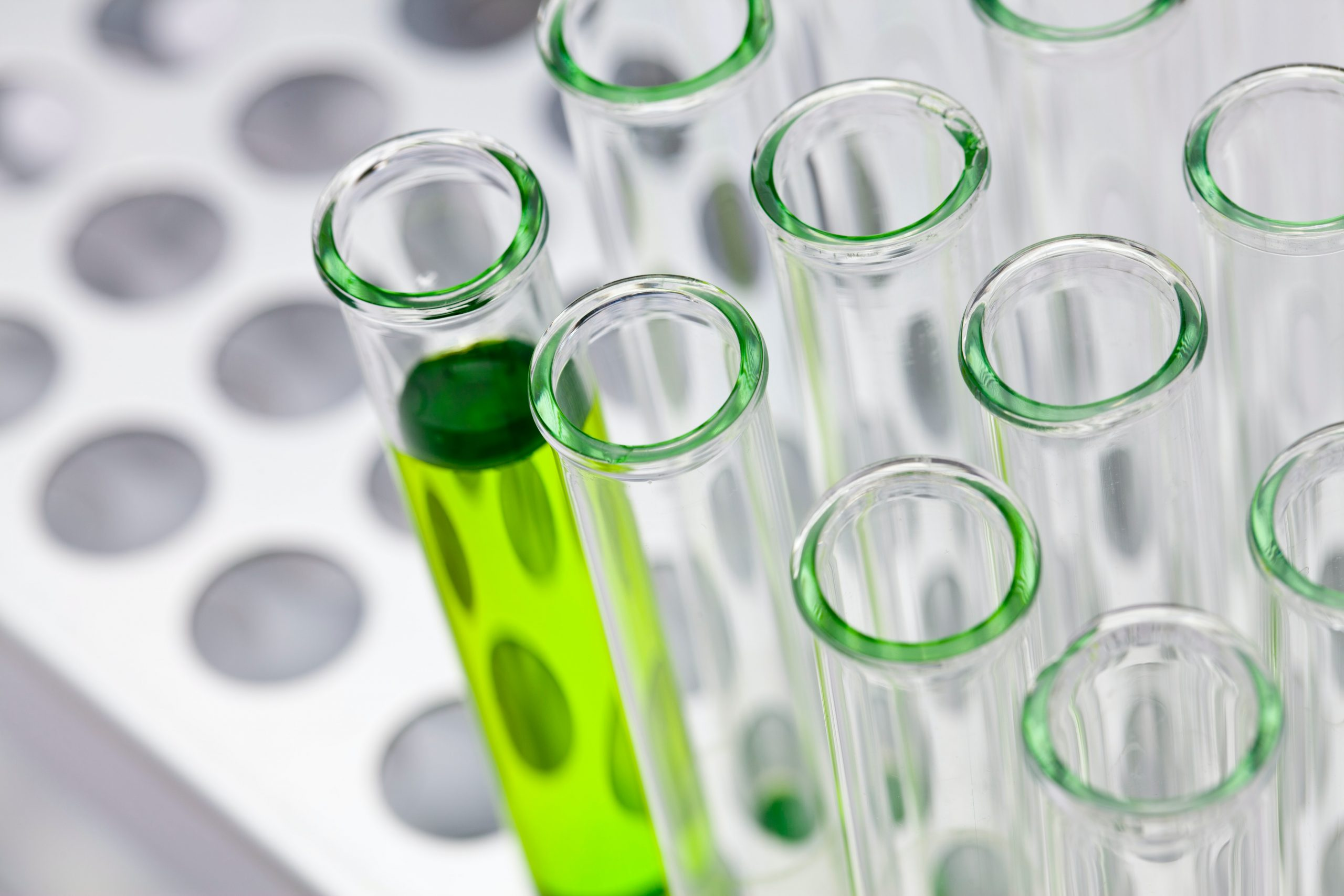 Où orienter un étudiant qui souhaite travailler dans la chimie?
